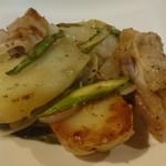 ほなな - 豚肉とジャガイモとアスパラの炒め物