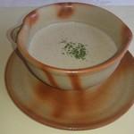 83515327 - シイタケとジャガイモのスープ
