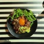 83516306 - 大盛り無料の【5食限定】プレミアム ステーキ丼 1,000円。