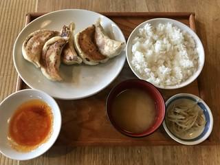 あおぞら銭函3丁め - ジャンボ餃子定食、880円です。