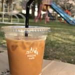 ローソン - ドリンク写真:MACHI cafe ☆ アイスコーヒー(M)¥150 … 隣の公園で  満開の桜を眺めながら  コーヒータイムです♪♪店員のお姉さんが 作ってくれました ╰(*´︶`*)╯♡