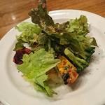 83522121 - 【前菜盛り合わせ】葉で見えませんが、、この下に7~8種類のお料理が隠れています(^^;