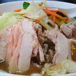 好味苑 - 好味苑 @本蓮沼 日替わりランチB 鶏肉麺 横からの眺め