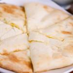 Putali Cafe - チーズナン
