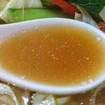 好味苑 - 好味苑 @本蓮沼 日替わりランチB 「博多のあん」様 リスペクト画像 鶏肉麺の野菜炒めの出汁が効いた優しい味のスープ
