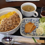 山越カフェ - モーニングのそぼろ丼セット。!アイスコーヒーまで付いて何と500円。。すげぇ!