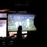 ブロカント - 120インチの巨大スクリーンは、映像演出のみならずプレゼンや観戦にも大活躍