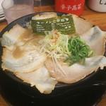83531976 - 豚骨・チャーシュー麺(¥950-)