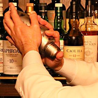 老舗の味。マスター拘りのウィスキー、600種以上のお酒たち。