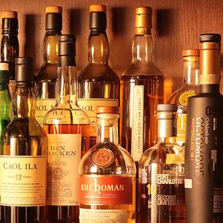 なんと言っても自慢はスコッチ、バーボン。味の違いを楽しんで。