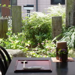 蕎麦処 空庵 - 庭を眺めて