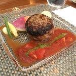 83539764 - 黒毛和牛と国産豚肉のハンバーグ 有機トマトとバジルソース(2000円)