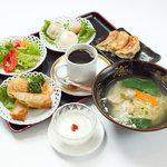 餃子の福来 - 飲茶セット 980円 (サラダ・揚げ点心・蒸し点心・餃子・ミニラーメン・デザート) ※17時までです!