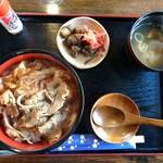 憩 - 料理写真:人気の牛丼税込600円
