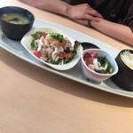 サクラ - 日替りランチは豚しゃぶ豆腐サラダと海鮮納豆(^∇^)