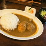 キラ★キラ - 「たまご&チキンカレー」(700円)。サラダもついてこのお値段。安いッ!