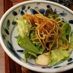 83547216 - パリパリ揚げ麺と香り良いドレッシングのサラダは、林檎入りで爽やか