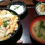 83550649 - 烏骨鶏卵と炙りもも肉の親子丼。