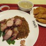 Lot 10 Hutong - 料理写真:叉焼撈麵と炸雲呑