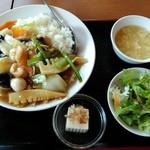 83555072 - 「D 五目あんかけご飯定食」750円