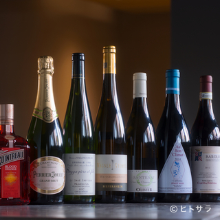 料理とのペアリングを意識したワインは常時約80種