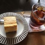 咖喱時々珈琲 ナミヒラ - チーズケーキ、アイス珈琲