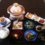 まんま亭 楽 - まんま亭 楽 自慢のお昼ランチ「松花堂会席弁当」限定30食 1,000円