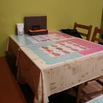 ムンバイキッチン - テーブル席