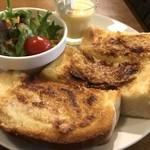 モンシェル トン トン - アーモンドトーストと、野菜サラダ、プリン(2018.4.4)