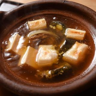 奥深い鼈の旨味を堪能できる名物「丸鍋」