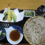 伊勢屋 - これが特盛り200増しで1400円。