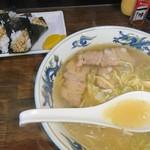 ラーメン村 - チャーシューメン塩980円と、村のおにぎり300円