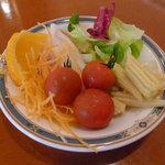 ポルテ - ウィークデーおすすめランチの、サラダバーから持ってきたサラダ