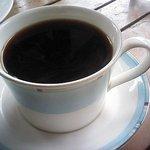 ガーデンカフェ ぬまもと - カップにコーヒーが注がれる