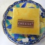 チーズ・チーズ・チーズ - ベイクドチーズケーキ(焼きチーズ)120円 濃厚で甘さもしっかりあるチーズケーキですよ・・・