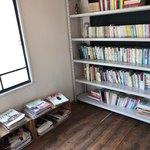 83585318 - 店内は本でいっぱい