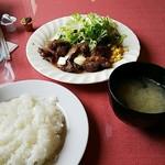 ステーキレストラン がんねん - ガーリックランチ。842円。