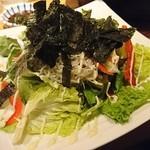 魚伝 - シラスぶっかけレタスサラダ