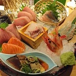 魚伝 - 刺身3種盛りっていいながら豪華な刺身盛合せ