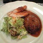 ビストロオカムラ - 本日のランチハンバーグとササミフライ