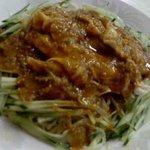 福源楼 - ピリ辛ゴマだれ冷やし中華。うわさ通り蒸し鶏が柔らかくて美味。