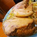 ラーメン二郎 - あぶない豚さん達。お名前はタカとユウジらしいですよ(o´エ`o)b