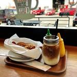ベッソコーヒー - 料理写真:ホットドッグ/キャラメルラテ✩
