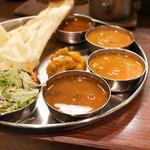 南インド料理ダクシン - Dセット、サラダ、惣菜、サンバル、ラッサム