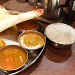 南インド料理ダクシン - パスマティライスにカリフラワーチキンカレー、マトンカレー(一番奥)