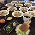 たくみや - 皿そばは、一人前5皿で薬味とセットで¥900 一皿初めから追加…+¥150