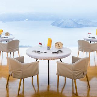 美しい北の大地を一望できる、日本屈指の美食空間