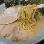 魂心家 - 太麺で噛み応えのある麺