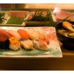 おたる政寿司 - 握り10貫(中トロ、ハマチ、サーモン、帆立、甘海老、鯛、いくら、雲丹、北寄貝、秋刀魚)
