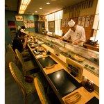 おたる政寿司 - カウンター席(14席)